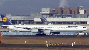 Greve no aeroporto de Frankfurt ameaça mais de mil voos numa das pistas mais movimentadas da Europa.