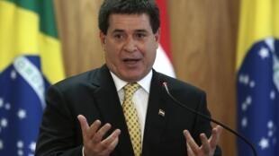 O presidente paraguaio Horacio Cartes foi criticado por tentar se reelegem em um país onde um único mandato é autorizado