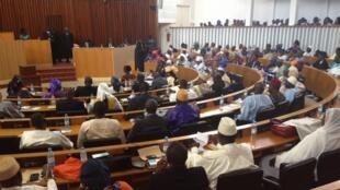 A l'Assemblée nationale du Sénégal, plus d'un tiers de députés ne maitrisent pas le français. Pourtant, c'est la langue de travail.