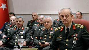 Le 26 juin dernier, le général Ilker Basbug (D) a démenti toute tentative de coup d'Etat contre le parti au pouvoir, l'AKP, en affirmant qu'il s'agissait d'une campagne de diffamationcontre l'armée.