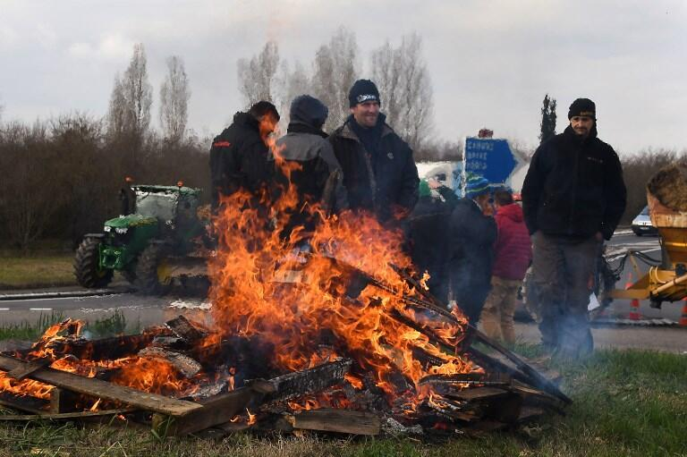 Farmers protesting in Toulouse on 7 February