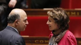 Pierre Moscovici, le ministre des Finances et Marisol Touraine, ministre des Affaires sociales, le 15 octobre à l'Assemblée nationale.