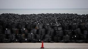 Biển rác thải hạt nhân tại xã Okuma