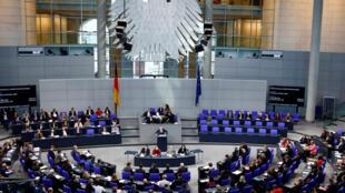 Une vue du Bundestag, le Parlement allemand à Berlin, où Les Verts et les libéraux présentent un texte de loi qui harmoniserait les droits à la retraite des juifs d'Europe de l'est (illustration).