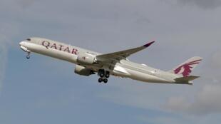 Qatar Airways demande 4,3 milliards d'euros de compensations à ses voisins en raison du blocus aérien que la compagnie subit.