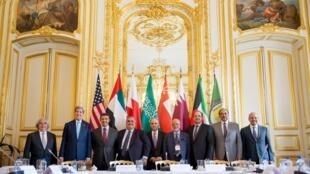 Ngoại trưởng Mỹ John Kerry (thứ hai từ trái sang) và các đồng nhiệm vùng Vịnh tại Paris, 08/05/2015.