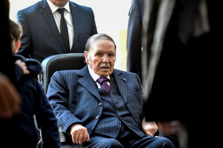 L'ancien président algérien Abdelaziz Bouteflika est décédé à l'âge de 84 ans, vendredi 17 septembre 2021. Photo prise en novembre 2017, dans un bureau de vote de la capitale, à Alger.