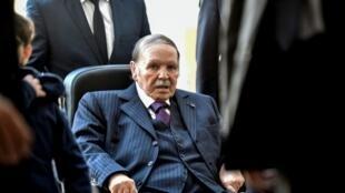 Algerian President Abdelaziz Bouteflika is seen at a polling station, 23 November 2017.