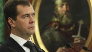 O presidente russo Dimitri Medvedev condenou a repressão na Síria mas afirmou que continua a se opor à adoção de sanções contra o país.