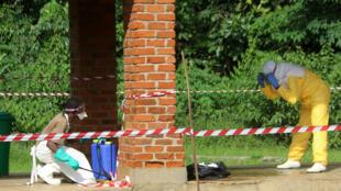 Timu inayopambana dhidi ya mlipuko wa ugonjwa wa Ebola katika Hospitali ya Bikoro nchini DRC.