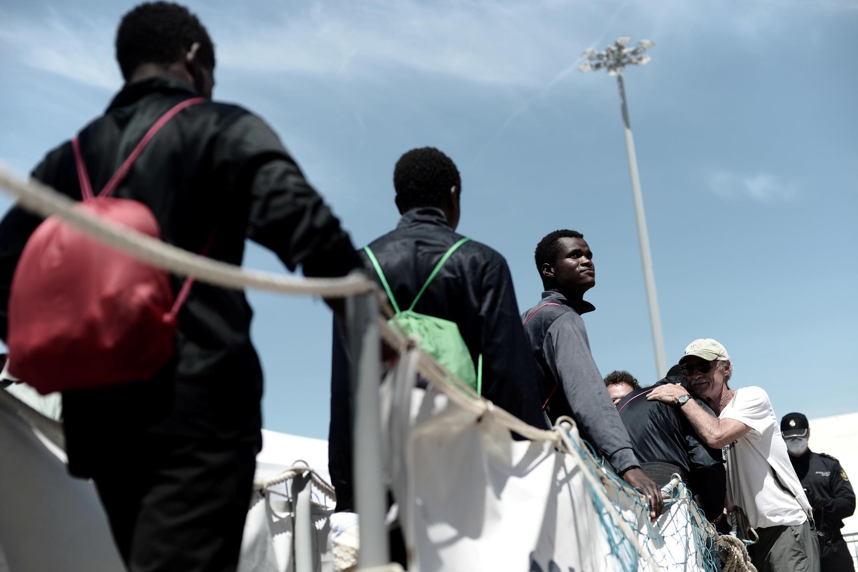 Les passagers de l'«Aquarius», affrété par MSF et SOS-Méditerranée, débarquent le dimanche 17 juin à Valence en Espagne.