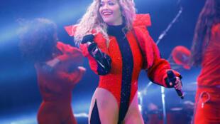 Rita Ora, la chanteuse pop britannique originaire du Kosovo, a chanté à Pristina pour le dixième anniversaire de la proclamation d'indépendance du pays.