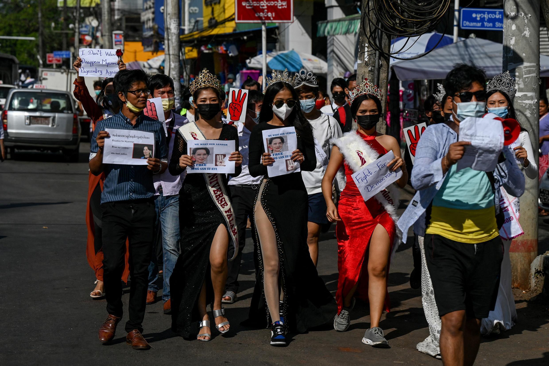 birmanie-jeunes-miss-manifestation-coup
