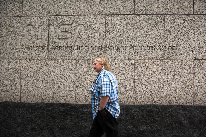 Phía trước trụ sở NASA, Hoa Kỳ
