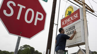 """""""El bar West Alabama Ice House a de nouveau el 26 de junio de 2020 en Houston, vuelve a cerrar tras una orden del gobierno de Texas."""