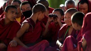 Pékin assimile la défense l'usage de la langue tibétaine à un acte séparatiste. Le jeune Tashi Wangchuk en a fait les frais. Arrêté il y a deux ans, il risque 15 ans de réclusion (photo d'illustration).