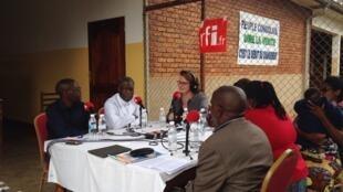 De gauche à droite : Emery Mutuzi, Dr Denis Mukwege et Claire Hédon.