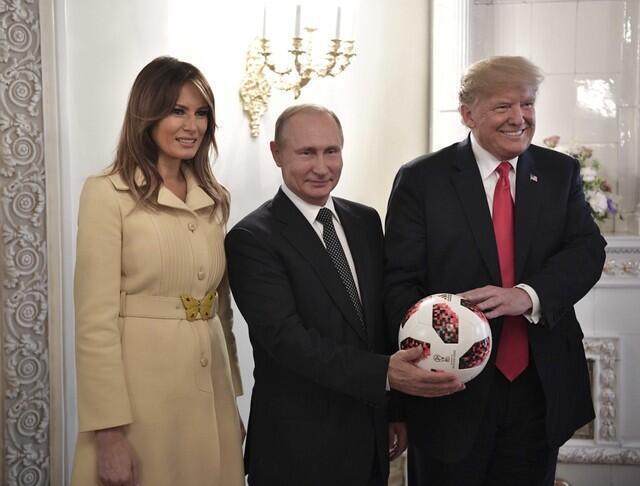 Tổn thống Mỹ Donald Trump (P) và tổng thống Nga Vladimir Putin, tại Helsinki, ngày 16/07/2018. Ảnh do Sputnik cung cấp cho Reuters.