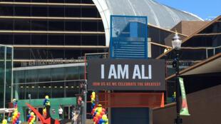 Un panneau où est affiché «Je suis Ali», au centre culturel de Louisville, dans le Kentucky, ville natale du boxeur légendaire.