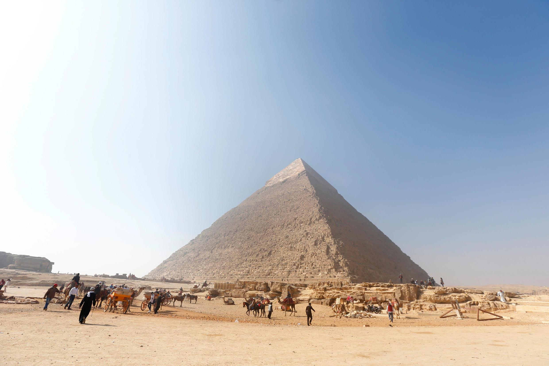 La pirámide de Jafra, en la meseta de Guiza. La tumba de Hetpet se encuentra en esta zona.