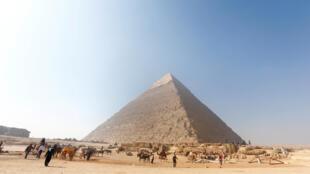 A tumba de Hetpet está na mesma área da pirâmide de Queóps.