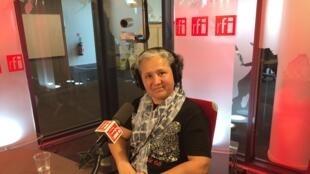 Mazé Torquato Chotil no estúdio 51 da RFI.