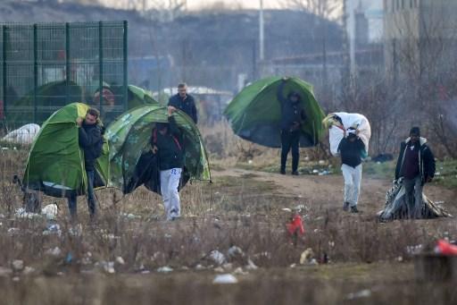 Около 500 мигрантов живут в палаточном лагере Кале на севере Франции