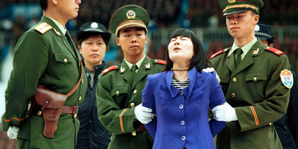 Một tử tù bị dẫn ra pháp trường ở miền nam Quảng Đông, Trung Quốc