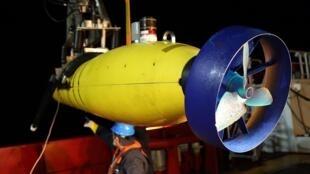 Ro-bốt Bluefin-21 của Hải quân Mỹ sẽ tiếp tục công cuộc dò tìm. Nhưng Úc không loại trừ khả năng kêu gọi thầu để cung cấp các thiết bị dò tìm khác.