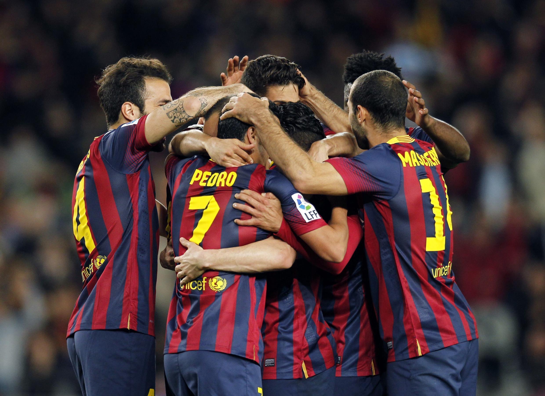 Wachezaji wa timu ya FC Barcelona wakishangilia moja ya mabao waliyofunga