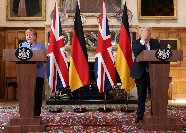 La canciller alemana, Angela Merkel, ofrece una conferencia de prensa conjunta con elprimer ministro británico, Boris Johnson, el 2 de julio de 2021 en Chequers