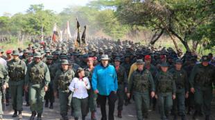 Tổng thống Nicolas Maduro thăm một trung tâm huấn luyện quân sự ở El Pao, Venezuela, ngày 04/05/2019.