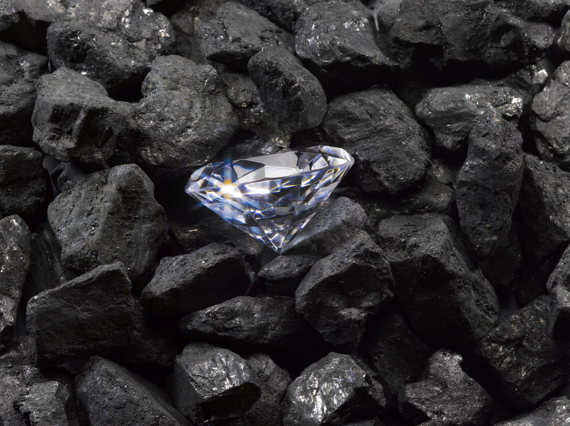 Privadas de los viajes turísticos, a veces supervivientes de la Covid-19, algunas personas se han dado un capricho comprando diamantes.