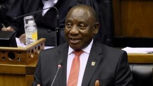 Le président sud-africain Cyril Ramaphosa le 13 février 2020 devant le Parlement, à Cape Town.