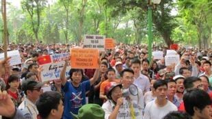 Vụ giàn khoan 981 được nhiều người chọn là sự kiện tiêu biểu trong năm. Trong ảnh, biểu tình phản đối Trung Quốc ngày 11/05/2014.