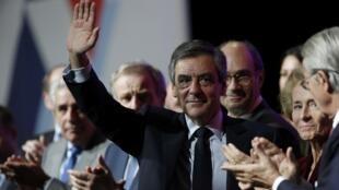El ex primer ministro de Sarkozy y candidato de la derecha a las presidenciales de abril, François Fillon, en mitin este 15 de febrero de 2017.