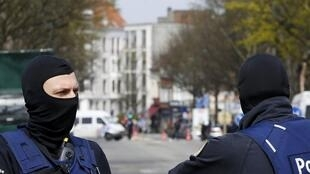Opération de sécurisation de la police belge, le 9 avril 2016 à Etterbeeck, non loin de Bruxelles.