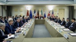 Rencontre entre le groupe 5+1 et les représentants de la République islamique d'Iran à Lausanne en avril 2015.