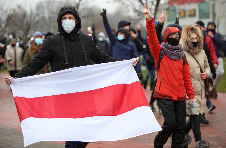 2020-11-22T132203Z_1664294137_RC2D8K9HAH9X_RTRMADP_3_BELARUS-ELECTION-PROTESTS