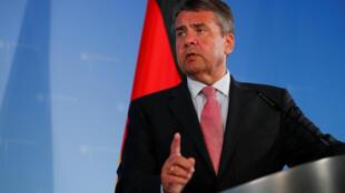 O ministro alemão das Relações Exteriores, Sigmar Gabriel, em coletiva de imprensa