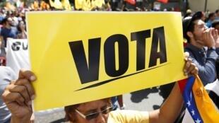 Manifestaçéao da oposiçéao em Caracas no dia 21 de novembre de  2015.