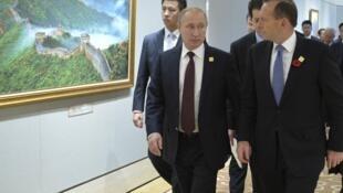Le 11 novembre dernier, rencontre tendue entre Vladimir Poutine et Tony Abott en marge de l'Apec.