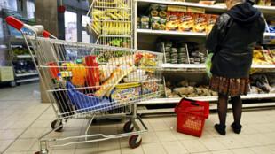 Vấn đề giá cả hàng hóa luôn được người tiêu dùng quan tâm, đặc biệt là thực phẩm.