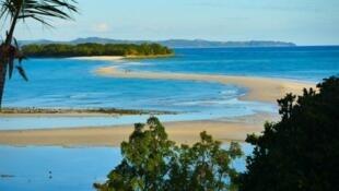 Nosy Iranja, perle de l'archipel de Nosy Be. Symbole de la crise sanitaire, les plages d'ordinaire bondées de touristes étrangers, sont quasi désertes.
