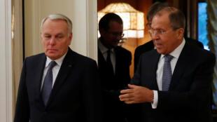 Ngoại trưởng Pháp Jean Marc Ayrault và đồng nhiệm Nga Sergei Lavrov (P), Matxcơva, ngày 06/10/2016.