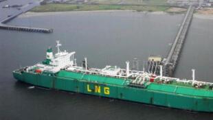 Chargement de gaz liquéfié dans le delta du Niger.