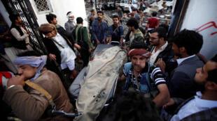 Bombardeio atingiu um prédio onde estava sendo realizado um funeral em Sanaa, capital do Iêmen, neste sábado (8).
