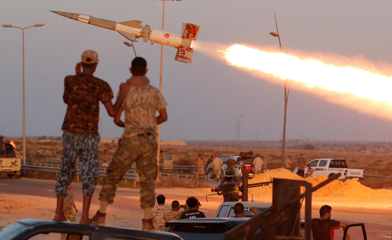 Tropas governamentais líbias tentam tomar Sirte, cidade estratégia e porta de acesso aos terminais petrolíferos, controlada pelo marechal Khalifa Haftar desde 18 de janeiro 2020.