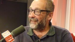 Santiago Santero en los estudios de RFI