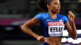 La estadounidense Allyson Felix disputando la final de los 400 metros de los campeonatos del mundo de atletismo Londres 2017 donde lograria la medalla de bronce.
